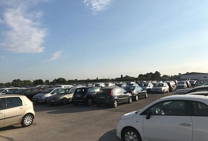 Parcheggio a Fiumicino Parkplatz Valet