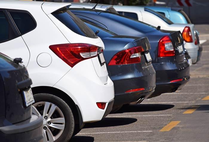 Parken und Meer Parkplatz Warnemuende